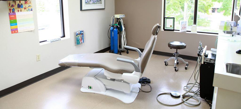 Cosmetic and Family Dentist. 525 Dental Chair